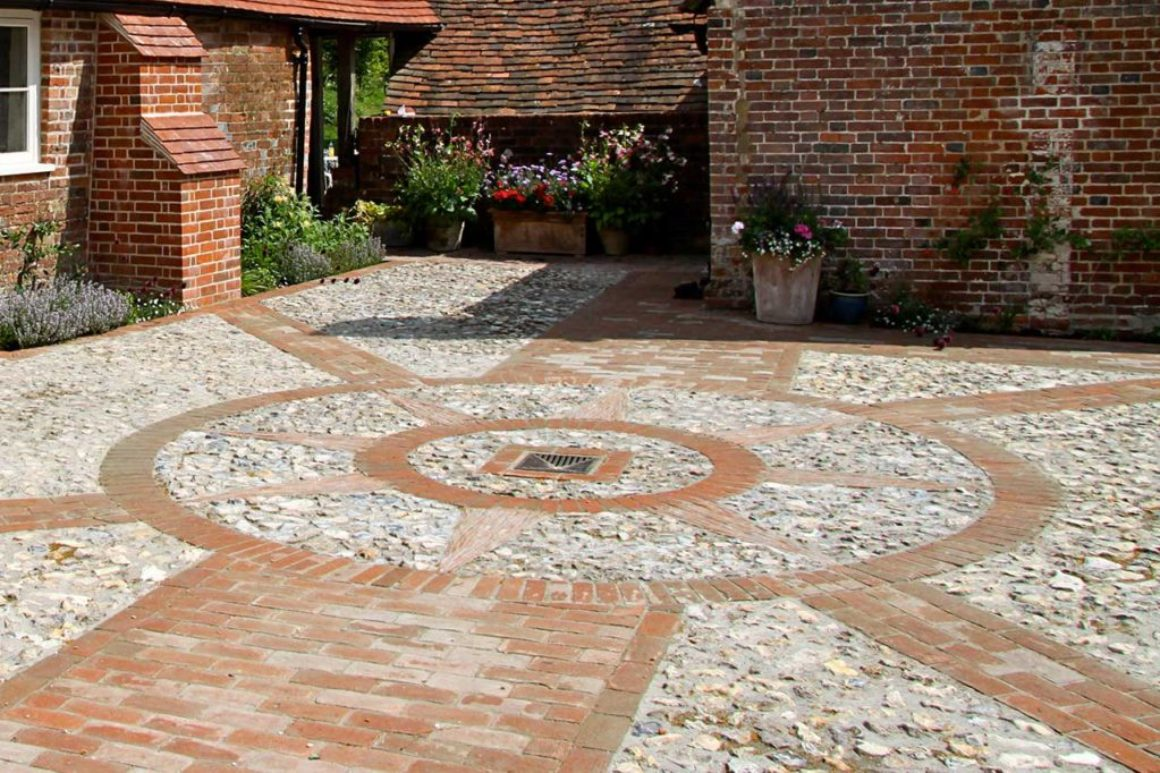 Courtyard with drainage using reclaimed flint